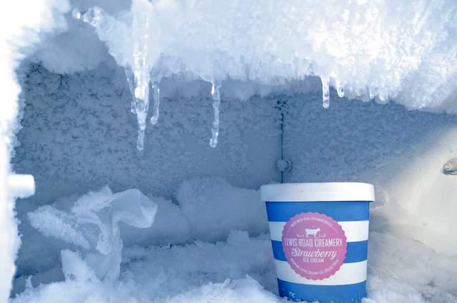 Come sbrinare il freezer: consigli per non sbagliare